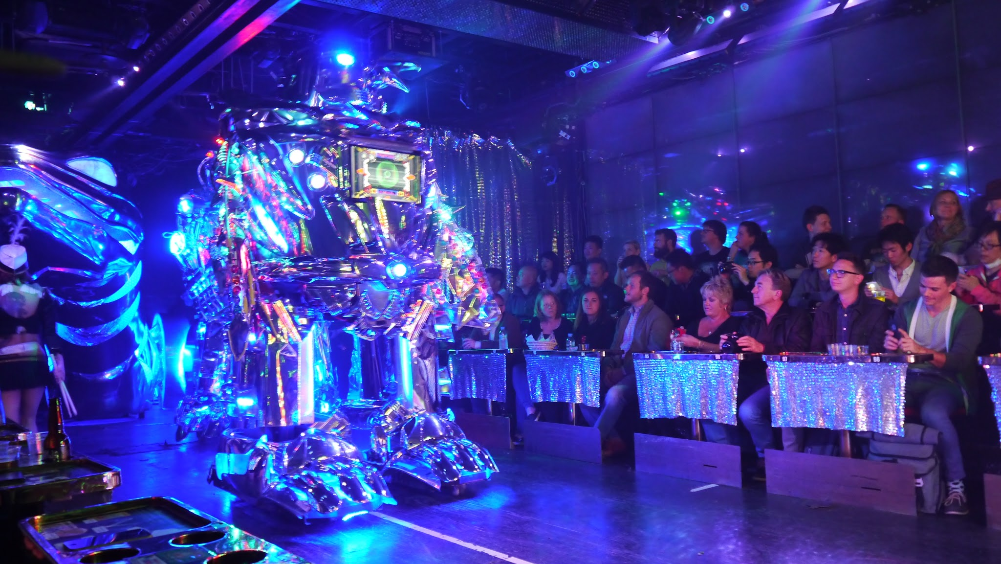 Robot restaurant mecha